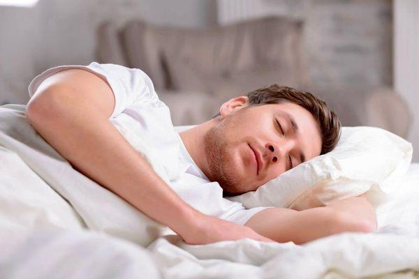 چرا با شکم پُر بعد از خوردن سحری نباید خوابید؟