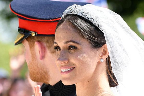 تازه عروس و داماد خاندان سلطنتی از مرگ نجات یافتند