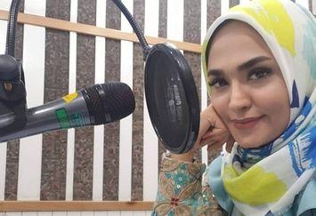 عکس خانم مجری با انرژی در رادیو