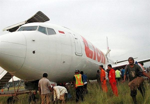 سقوط هواپیمای اندونزیایی با ۱۸۸ سرنشین به دریا