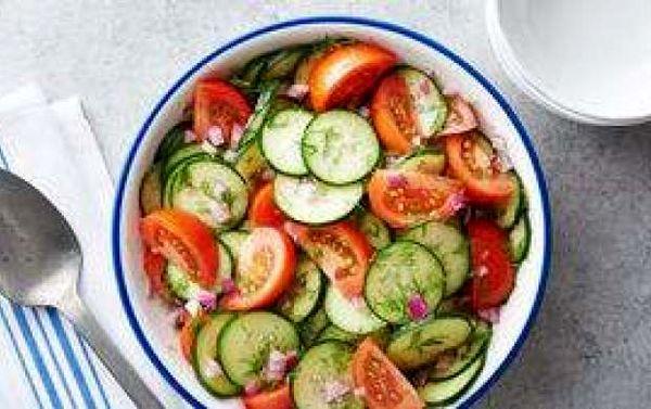 مضرات وحشتناک خوردن خیار و گوجه با هم